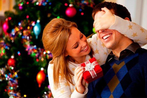 Картинки по запросу новогодний подарок мужчине