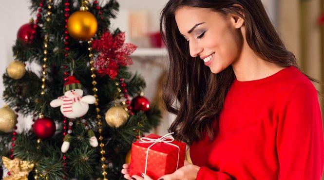Подарки женщине на Новый 2019 год | что подарить, идеи картинки