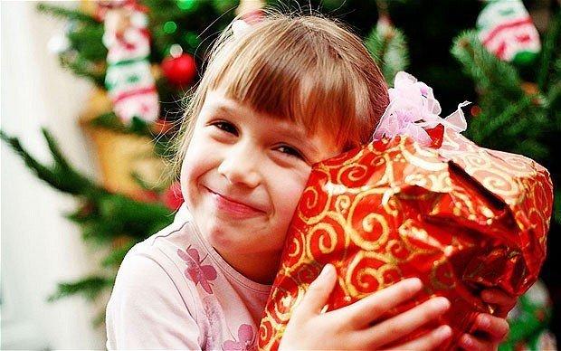 картинка подарки детям на Новый год от профсоюза